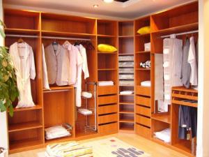 Consejos para tener un closet organizado y amplio